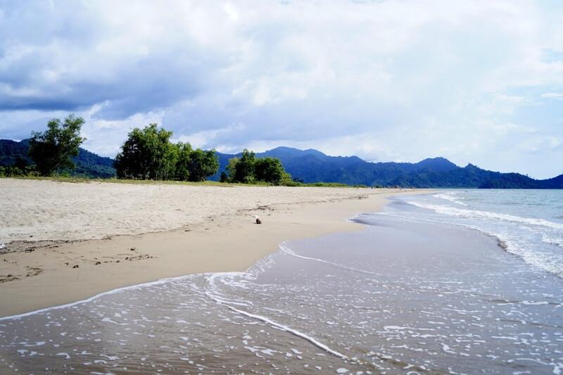 Pesona Pemandangan Pantai Sako