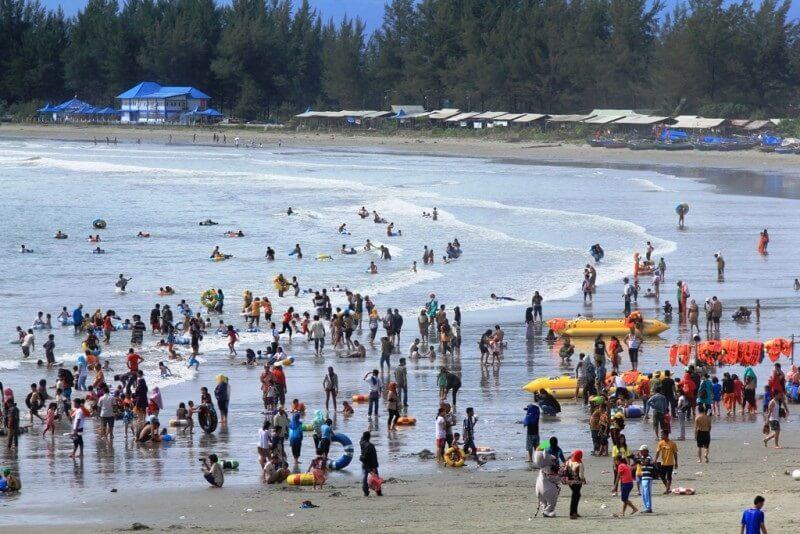 Ramai Kunjungan Ke Pantai Jakat