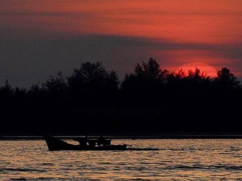 Sunset Di Pantai Kuala Geulumpang
