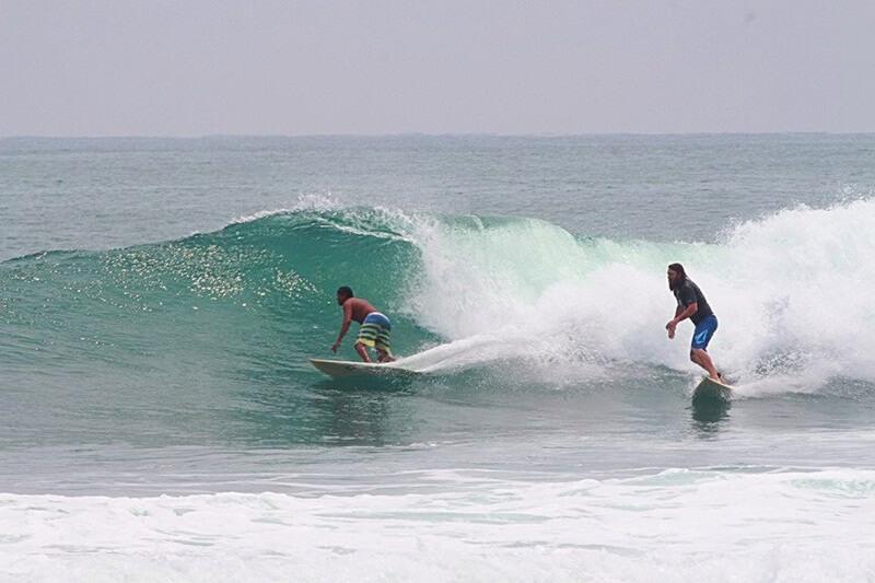 Surfing Di Pantai Nancala