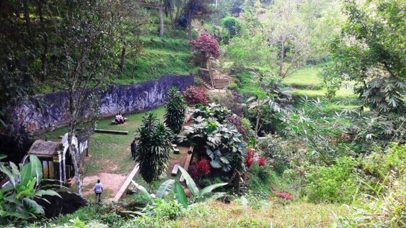 Taman Di Kawasan Goa Kiskendo
