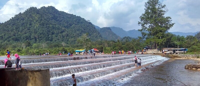 Wisata keluarga Di Kapalo Banda Taram