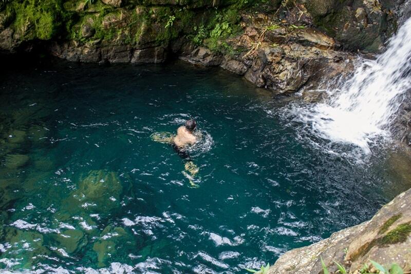 Berenang Di Kolam Alami Curug Mariuk