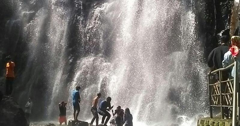 Bermain Air Di Air Terjun Efrata