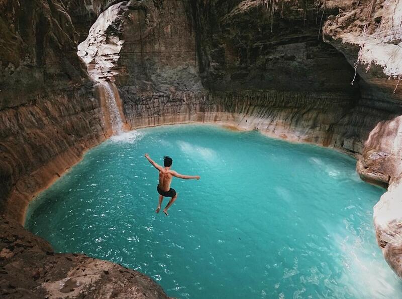 Body Jumping di Air terjun Waimarang