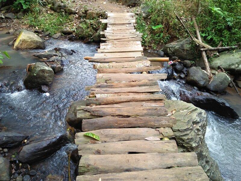 Jembatan Menuju Curug Cigumawang