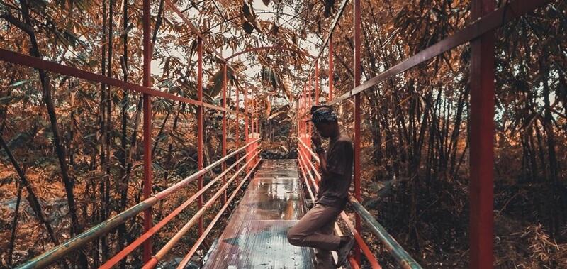 Jembatan Yang Menuju Curug Sibedil