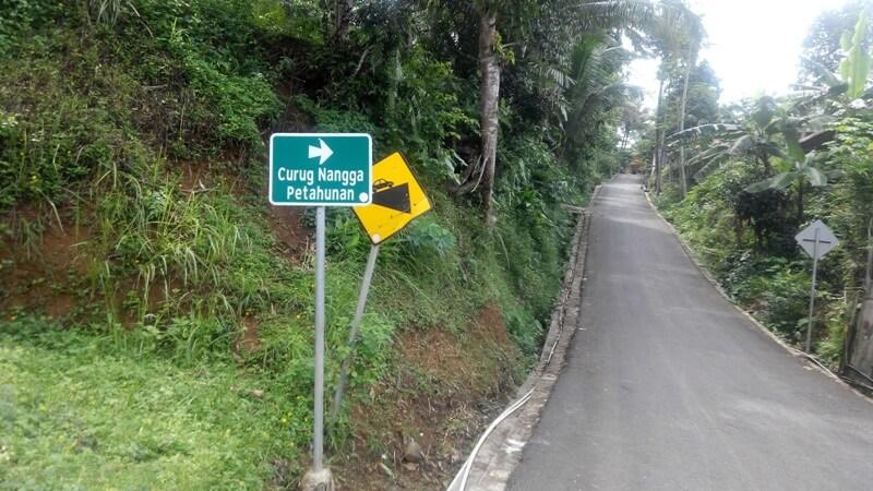 Petunjuk Jalan Menuju Curug Nangga