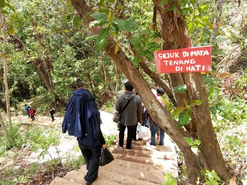 Trekking 1001 Tangga