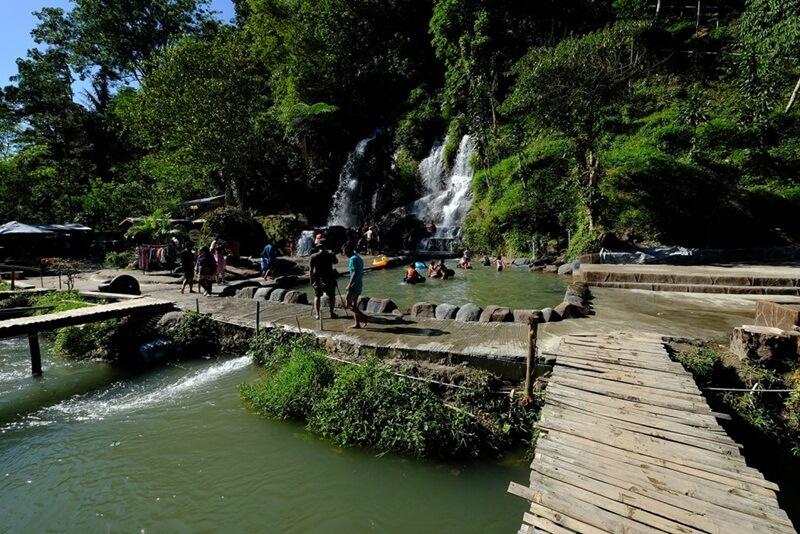 Wisata keluarga Di Air Terjun Bah Biak