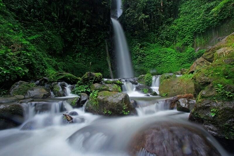 Air Terjun Batu Lapis Lampung