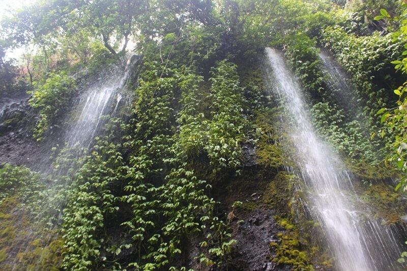 Airnya Mengalir Dengan Cantiknya