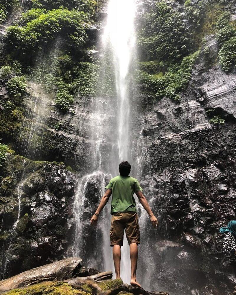 Berfoto Bersama Air Terjun Kali Pancur