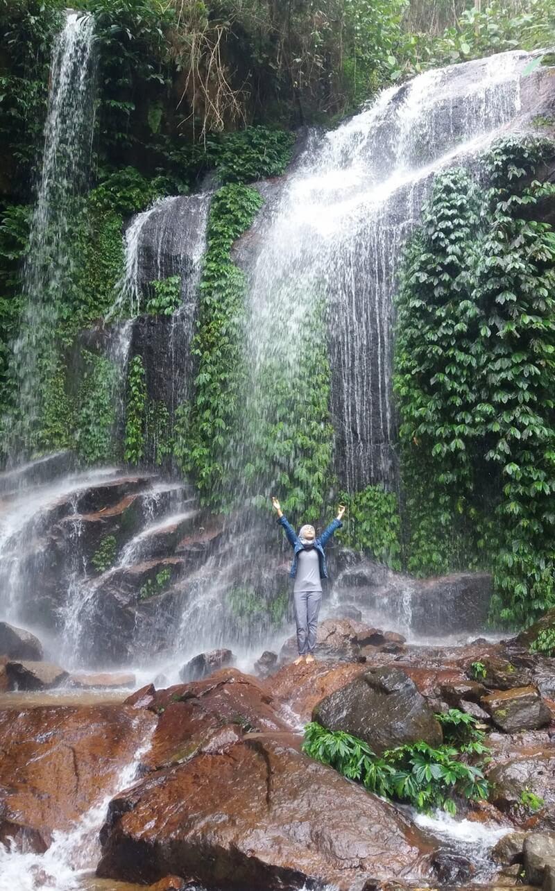 Berfoto Bersama Indahnya Air Terjun Talang Kemulun