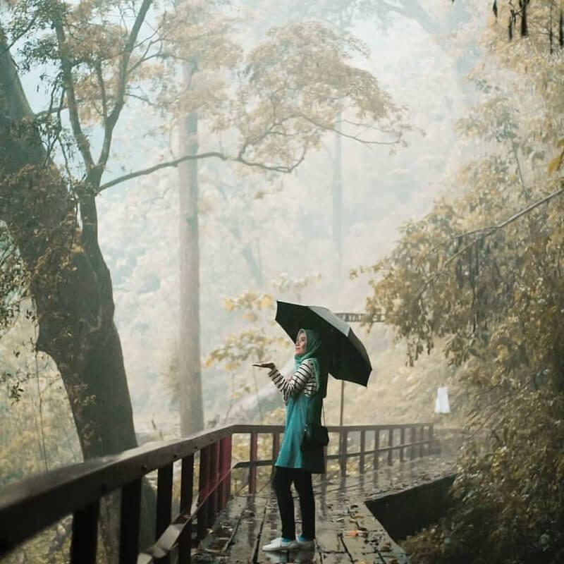 Berfoto Di Jembatan Romantis