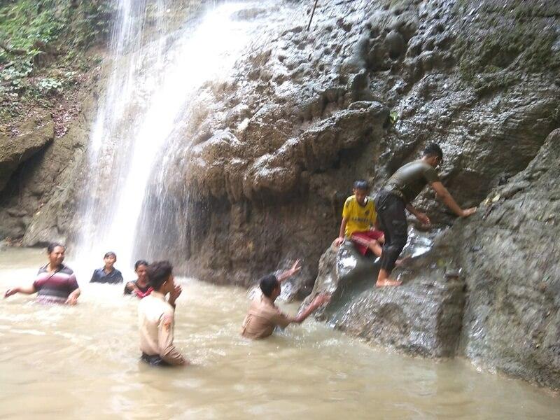 Bermain Air Di Air Terjun Widuri