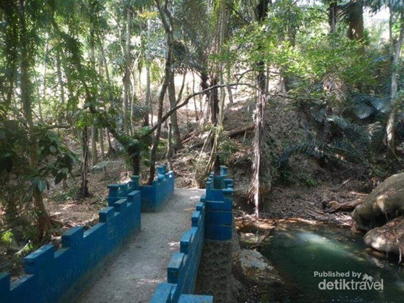 Jembatan Dekat Air Terjun Oenesu