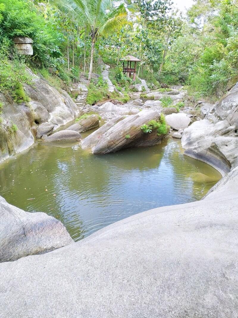 Kolam Air Terjun Luweng sampang