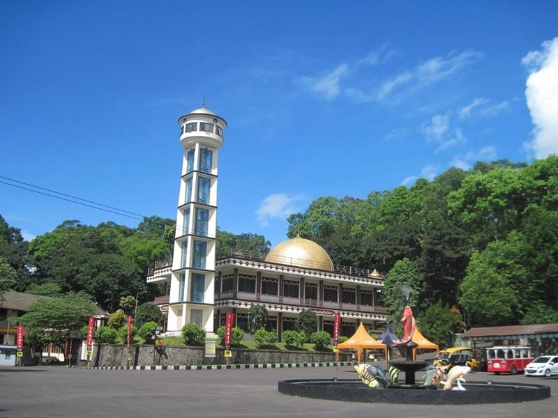 Masjid Megah Di Area Curug Sidomba