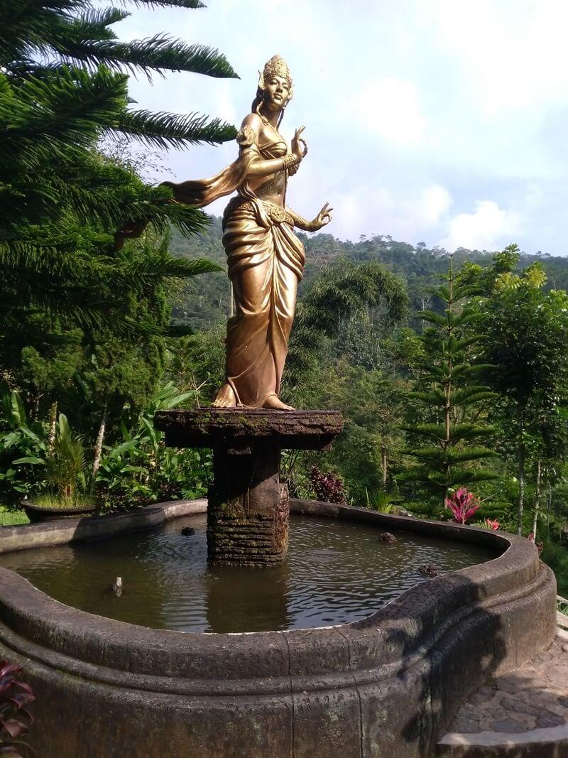 Patung Emas