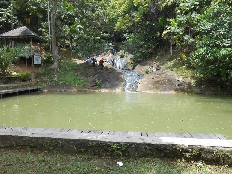 Pesona Keindahan Air Terjun Pinang Seribu