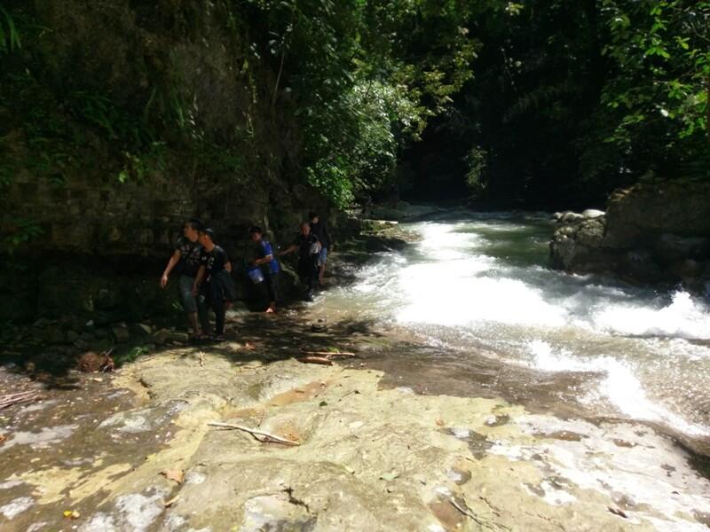 Trekking Di Sepanjang Sungai