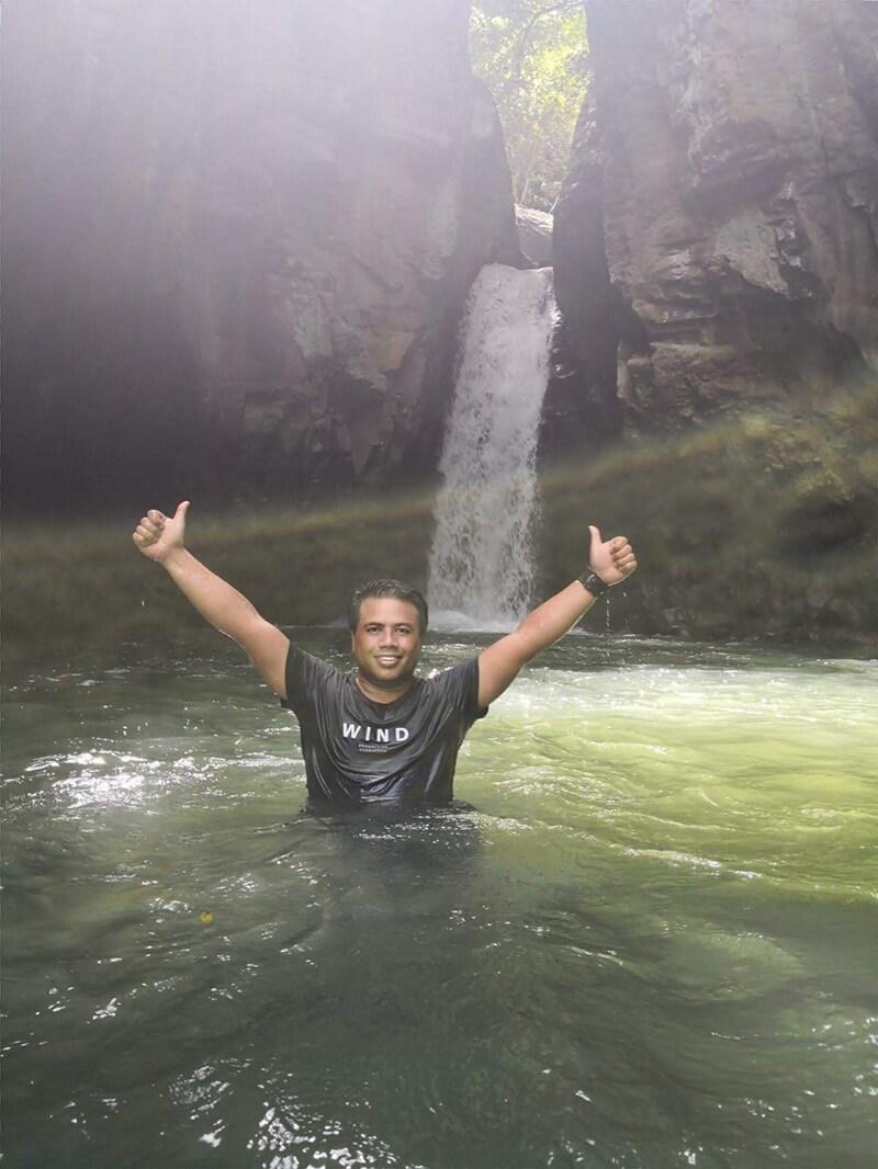 Aktivitas Wisata Di Air Terjun Tembok Barak