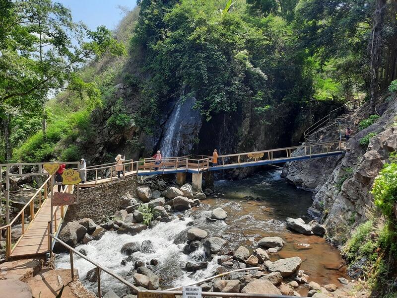 Jembatan Kayu Yang Mengantarmu Ke Curug Tonjong
