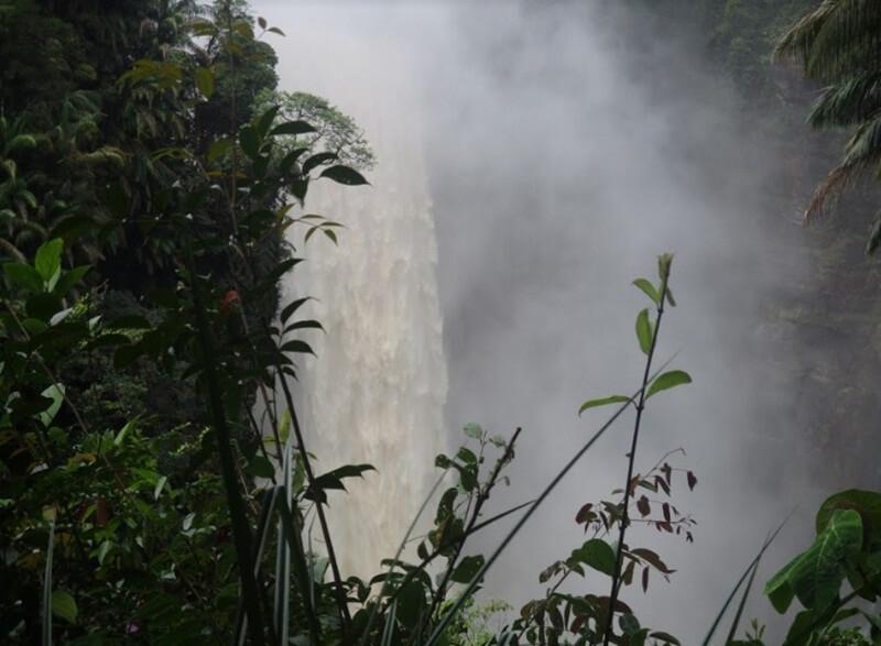 Kolam Utama Air Terjun Nokan Nayan Sulit Ditembus