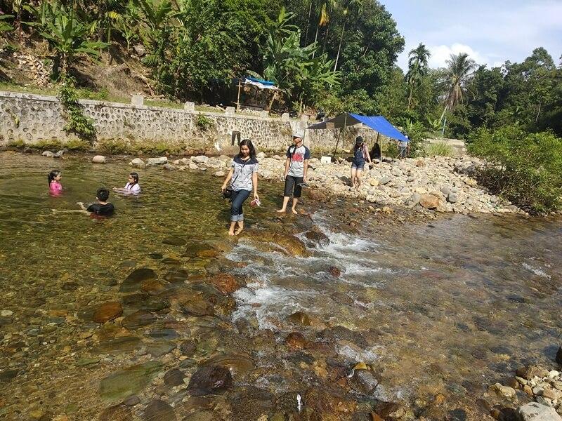 Salah-Satu Aktivitas Wisata Di Air Terjun Timbulun Painan