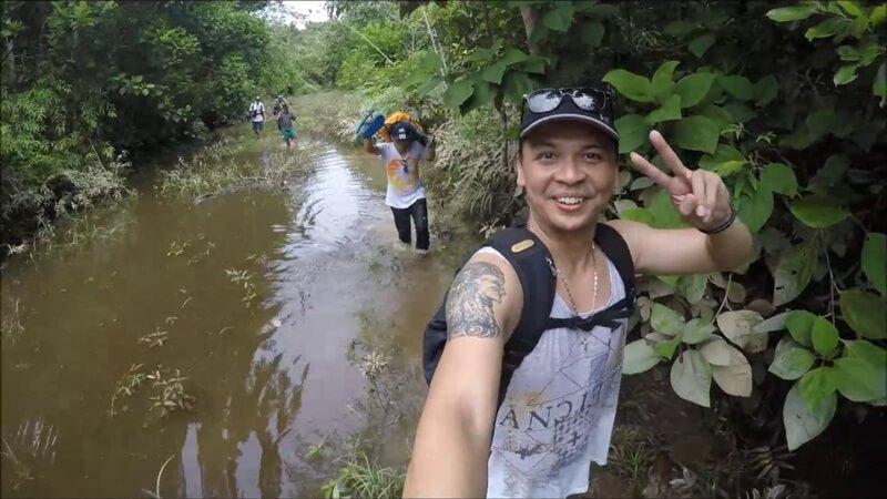 Trekking Menuju Air Terjun Nokan Nayan