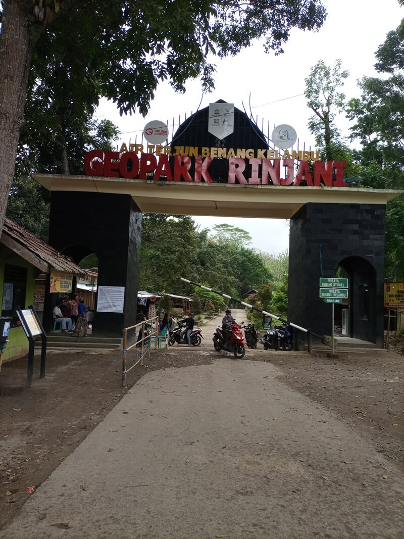 pintu masuk air terjun benang kelambu