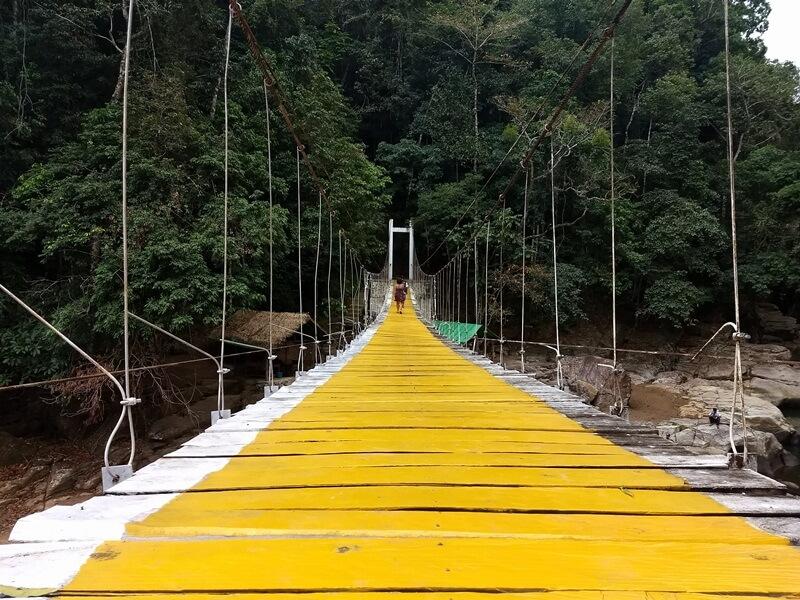 jembatan menuju air terjun cunca wulang
