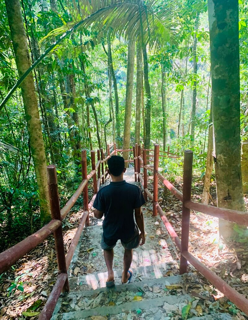trekking menuju air terjun cunca wulang