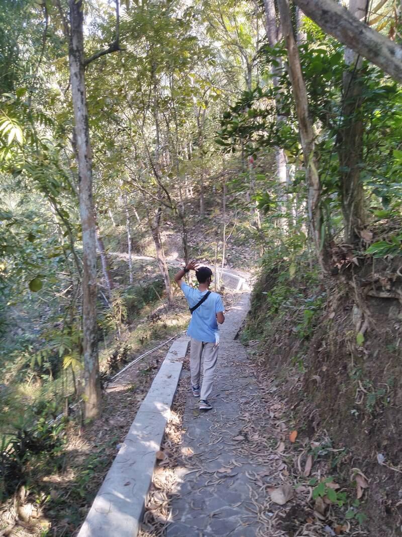 trekking menuju air terjun sidoharjo