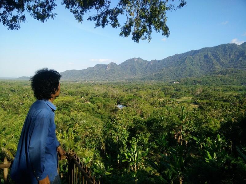 menikmati alam di bukit barede