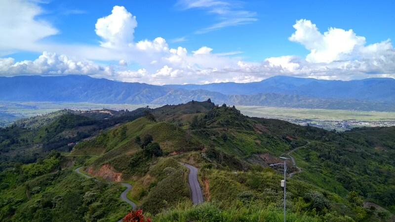 akses jalan menuju bukit khayangan