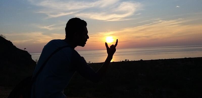 menyaksikan cantiknya sunset