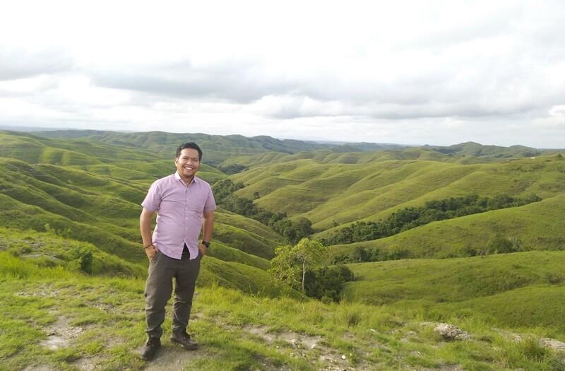 berfoto bersama landscape bukit wairinding