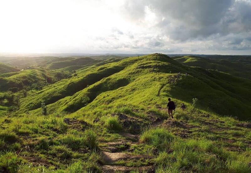 menjelajahi bukit wairinding