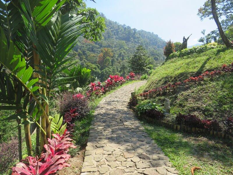 trekking menuju curug jenggala