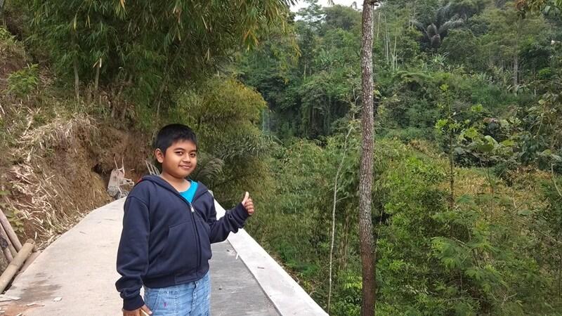 jalur trekking menuju curug silawe