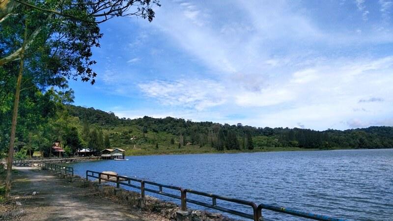 danau lau kawar dekat dengan area parkir