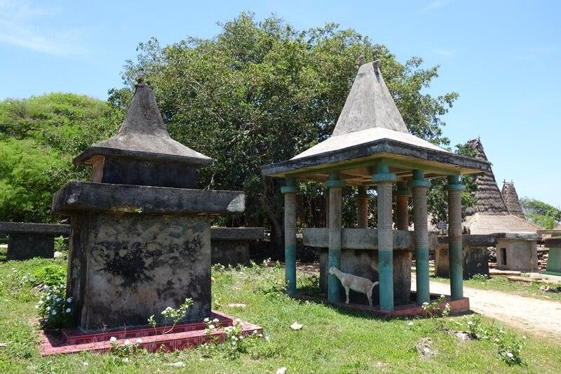 kuburan batu