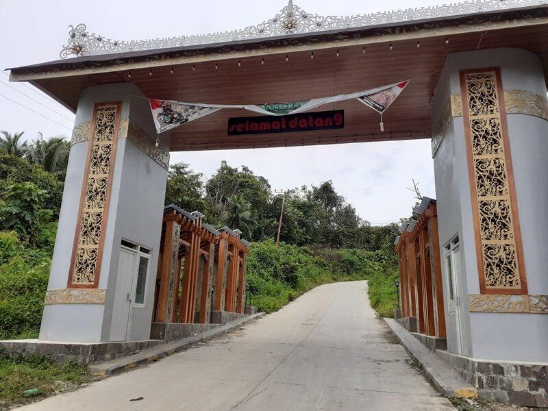 gerbang menuju desa budaya pampang