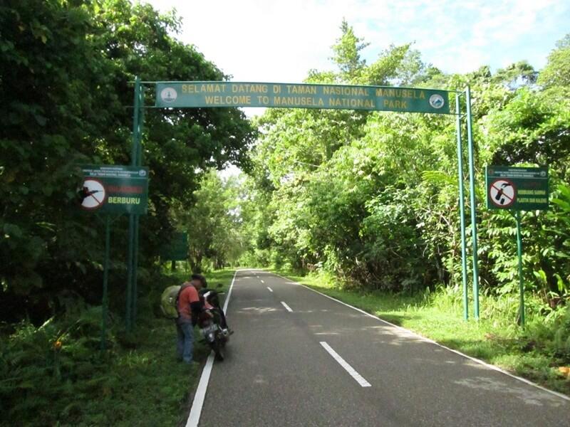gerbang masuk menuju kawasan taman nasional manusela