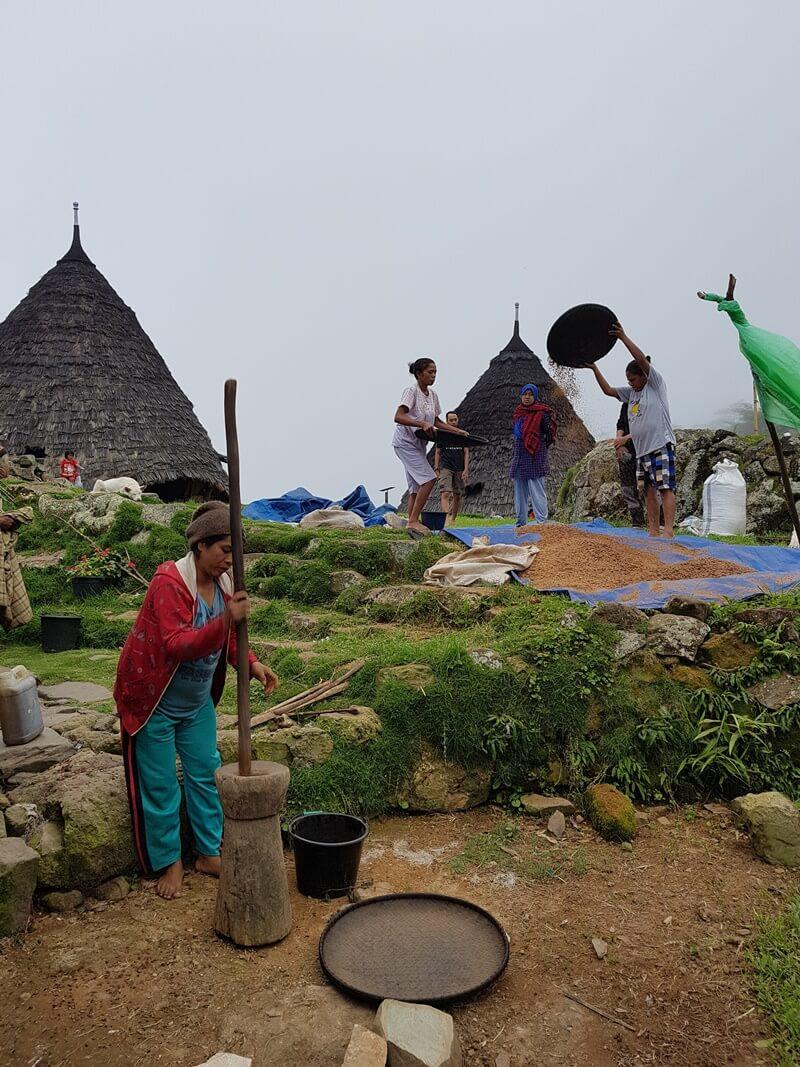 kehidupan masyarakat desa wae rebo