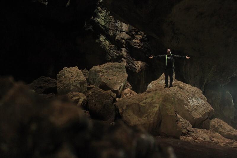 view di dalam gua batu hapu