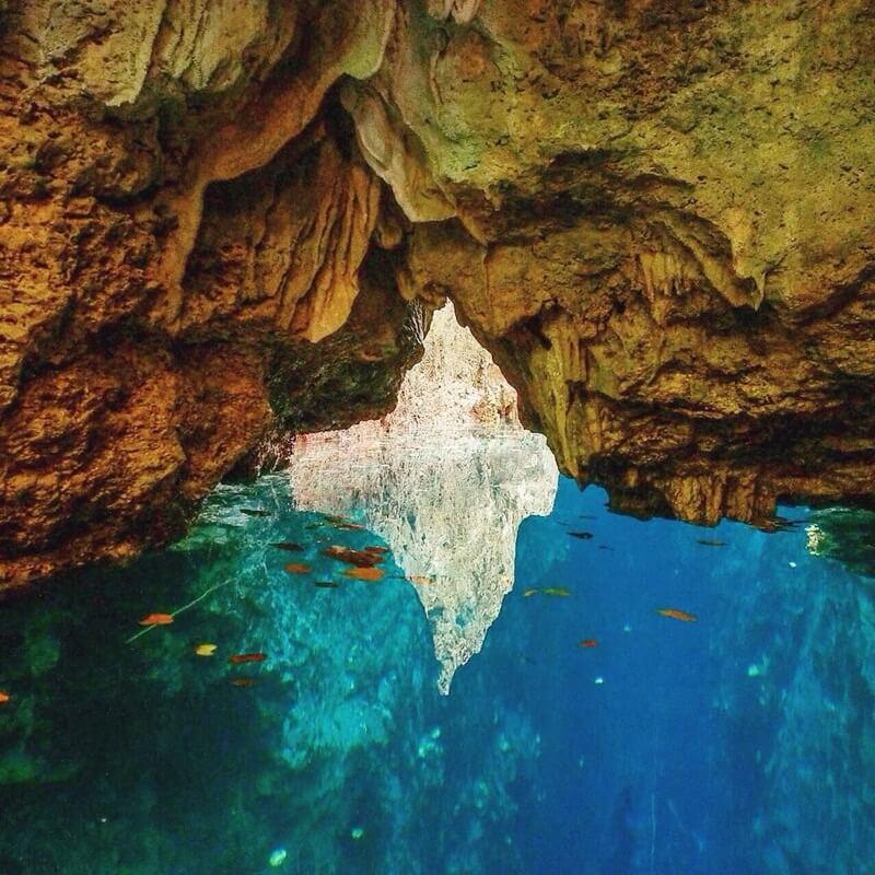 dihiasi batuan stalaktit yang indah