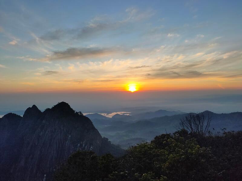 sunrise gunung bongkok